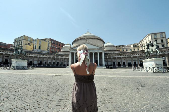 gioco dei due cavalli Piazza del Plebiscito Napoli
