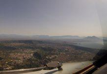 Panorama di Napoli filmato da una cabina di pilotaggio