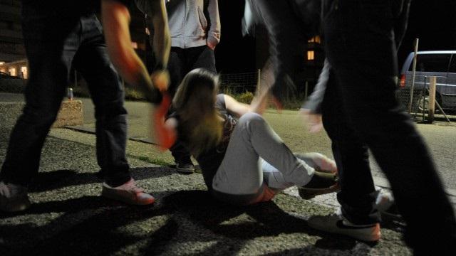 """15enne stuprata dal branco, San Vito Torio, le amiche della vittima: """"Sorridi sei bella"""""""