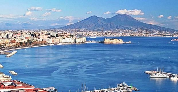 """Ester Viola: """"La mia Napoli da lasciare e perdonare..."""""""