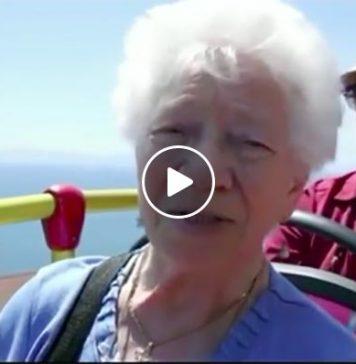 Ritorna a Napoli dopo 62 anni e non riesce a trattenere le lacrime
