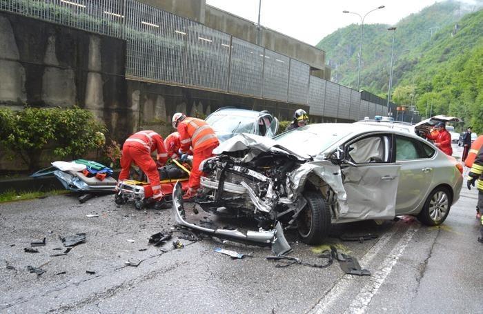 Campi Flegrei: grave incidente stradale nel Tunnel Corvara
