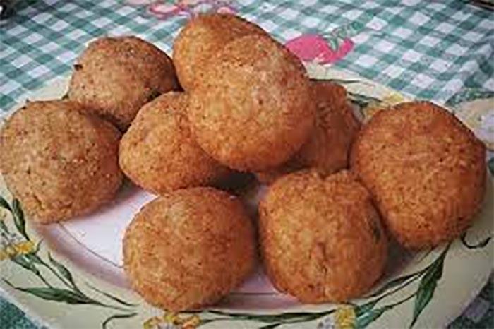 Ricetta delle palle di riso napoletane, cugine degli arancini siciliani