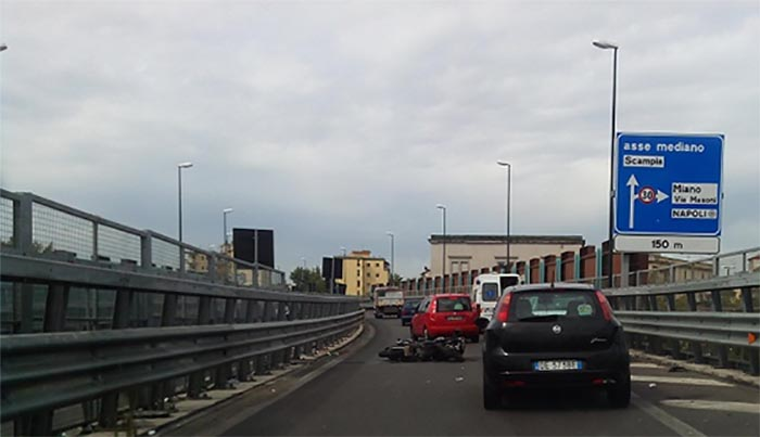 Incidente Asse Mediano, uscita Capodichino: traffico in tilt