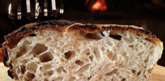 """Fede e superstizione napoletana, a tavola: """"No!"""" al pane capovolto"""