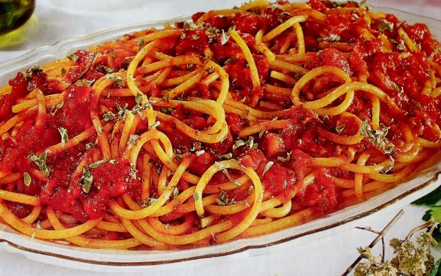 Ricetta degli speghetti alla pizzaiola napoletani