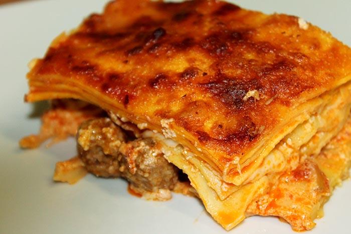 Ricetta lasagna napoletana di carnevale: simbolo di abbondanza