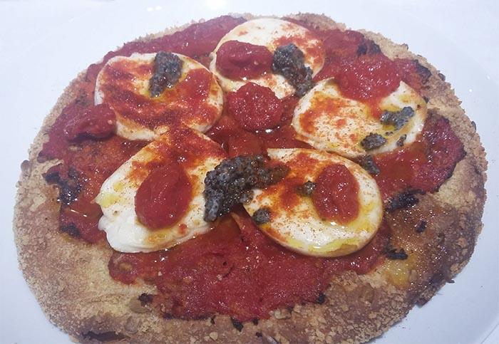 """La pizza di Carlo Cracco bocciata: """"non è una vera pizza napoletana"""""""