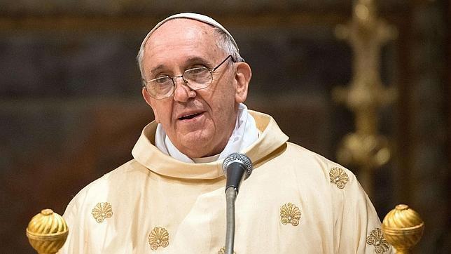 """Papa Francesco: """"Dovrò subire un'intervento agli occhi"""""""