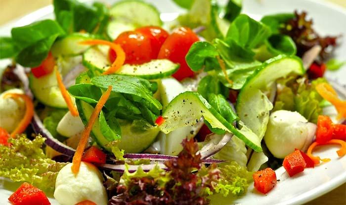 Mangiare quotidianamente verdure e insalata ringiovanisce e migliora la memoria