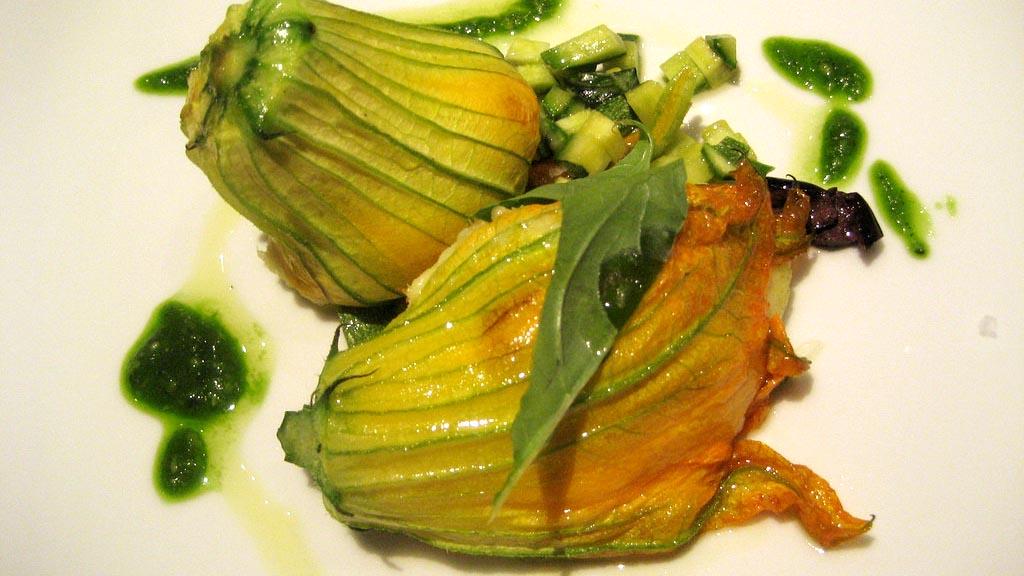 Ricetta dei fiori di zucchina ripieni di Antonino Cannavacciuolo