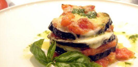 Ricetta parmigiana di melanzane dello chef Antonino Cannavacciuolo