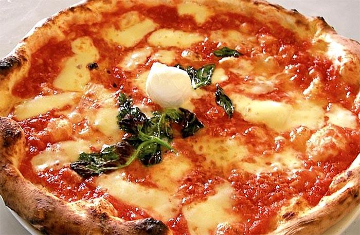Ricetta della pizza napoletana fatta in casa: tutti i segreti