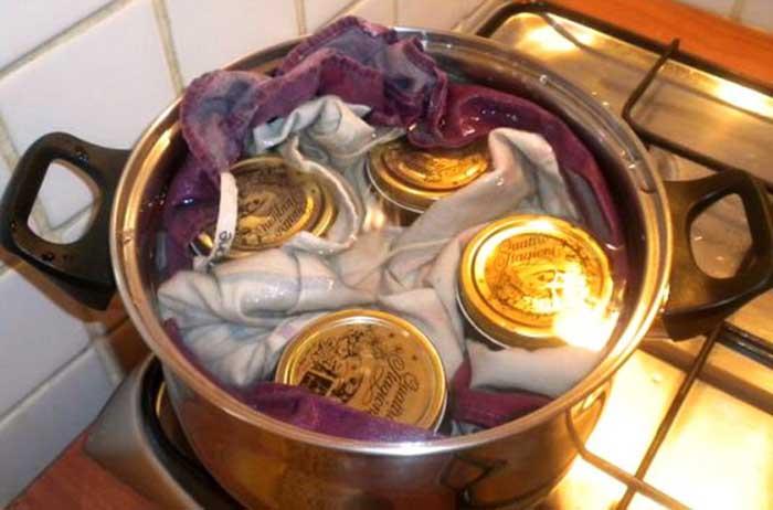 Come sterilizzare e rendere sicuri i vasetti delle conserve