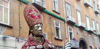 San Gennaro compie il prodigio di maggio: il sangue liquefatto subito