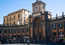 Piazza Dante: il mistero dei due orologi del Convitto