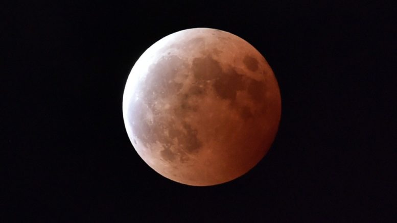 Eclissi totale di luna rossa: i miglior punto di vista a Napoli