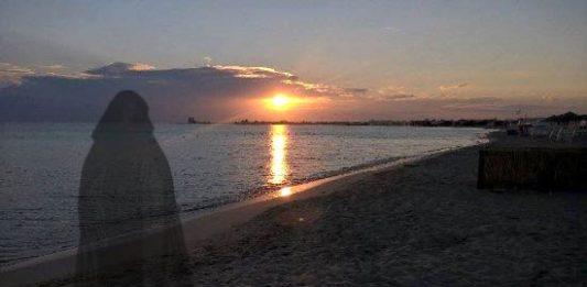 Ischia, il fantasma della Dama in nero appare tutte le notti sulla spiaggia di Fundera
