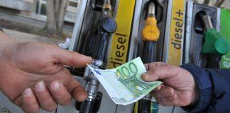 Carburanti: prezzi in discesa per benzina, gasolio e diesel