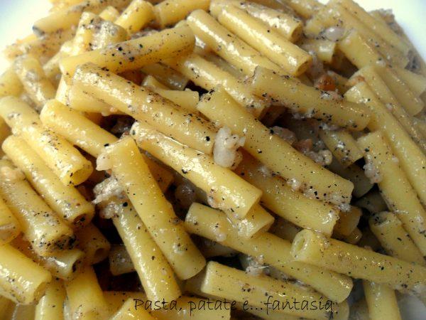 Ricetta dei maccaruncielli lardiati: tradizione contadina napoletana