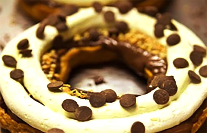 Ricetta della Panna al Caffè con base di pasta choux o pan di Spagna