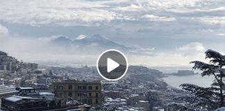 Neve a Napoli: cadono i primi e timidi fiocchi di neve