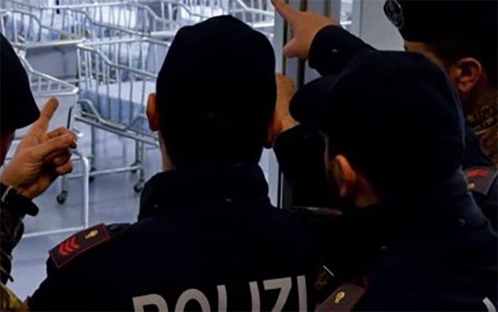 Napoli, poliziotti salvano bimbo che non riusciva a respirare