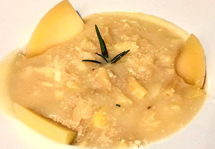 Ricetta della pasta e patate con provolone del monaco