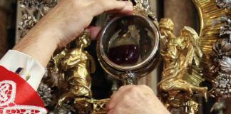 Miracolo di San Gennaro: annullata processione per il maltempo