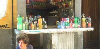 Addio a Carmelina l'acquaiola: Napoli perde un pezzo della sua antica identità