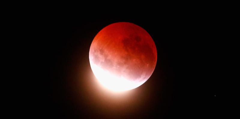 Eclissi di luna rossa: stasera tutti col naso all'insù