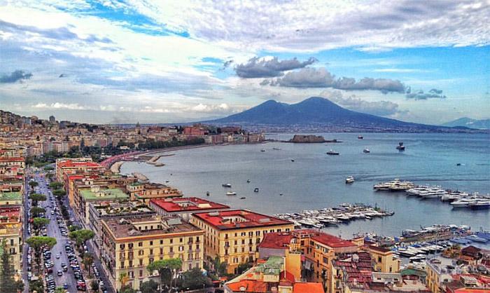 """Il New York Times celebra Napoli: """"Una città gloriosa"""""""