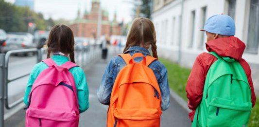 Campania, zaini troppo pesanti: una scuola impone un limite