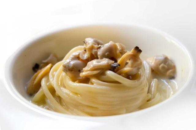 Ricetta spaghetti alle vongole di Antonino Cannavacciuolo