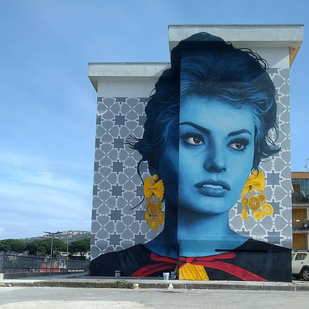 Murales di Sophia Loren e Totò per celebrare la pasta di Gragnano