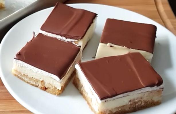 Ricetta dei quadrotti di cioccolato e panna senza cottura