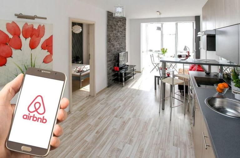 Coronavirus, la solidarietà di Airbnb Italia per medici e infermieri