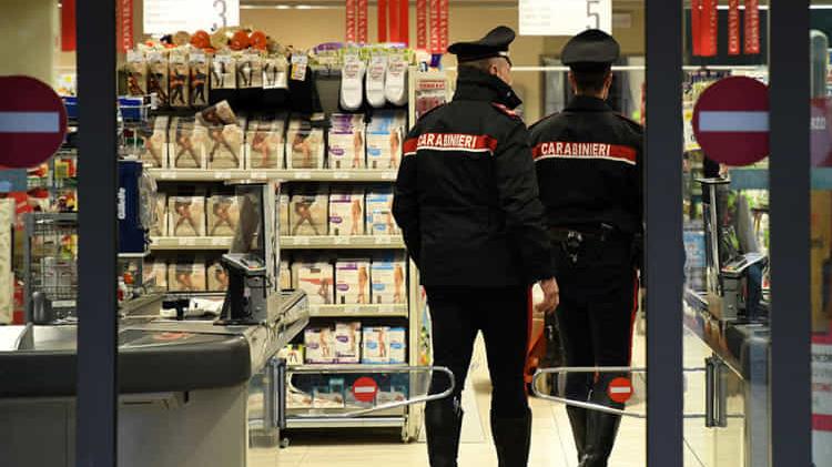 Coronavirus: non sa fare la spesa on line, aiutato dai Carabinieri