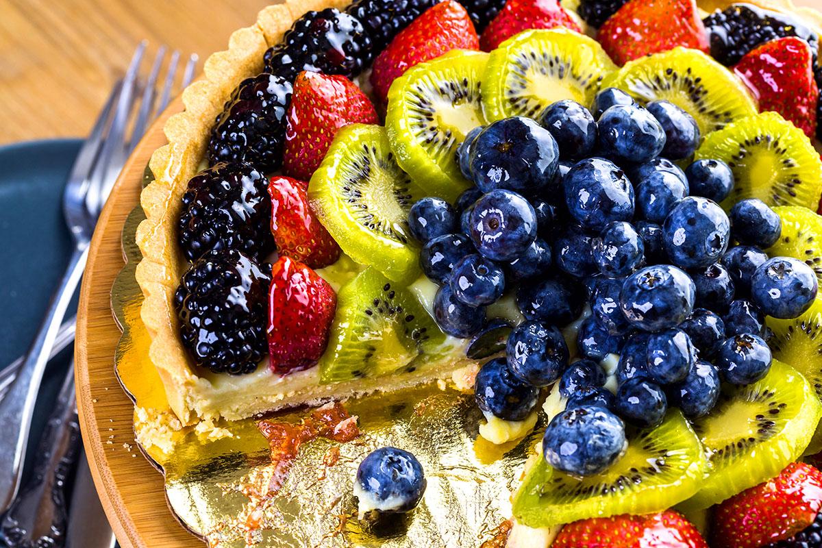 Crostata di frutta: la ricetta che porta primavera in casa