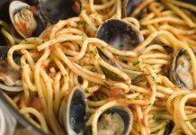 Vermicelli a vongole con sugo di pomodoro: ricetta prelibata