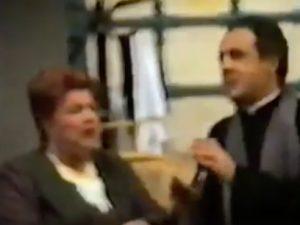"""Luisa Conte, l'irriverente Perpetua de """"È asciuto pazzo 'o parrucchiano"""""""