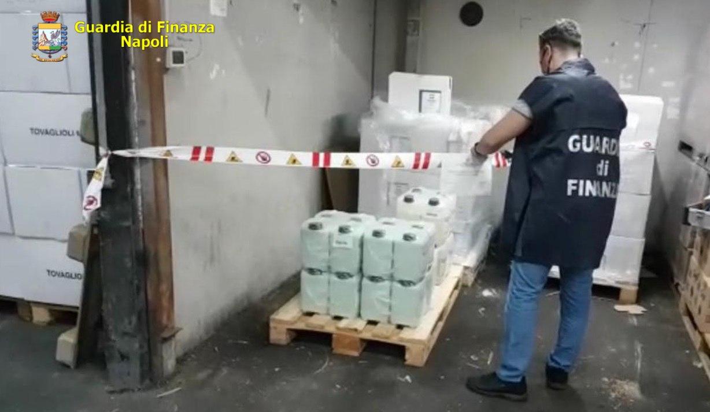 GdF, maxi sequestro: detergenti e falsi igienizzanti