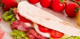 Piadina fatta in casa: la ricetta dal ripieno versatile