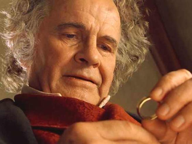 """Ian Holm è morto: addio a Bilbo Baggins de """"Il Signore degli anelli"""""""