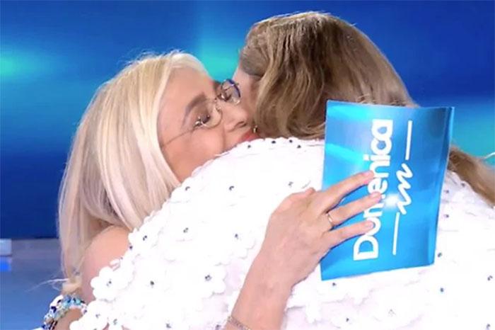 Mara Venier e Romina Power si abbracciano: emozioni troppo forti