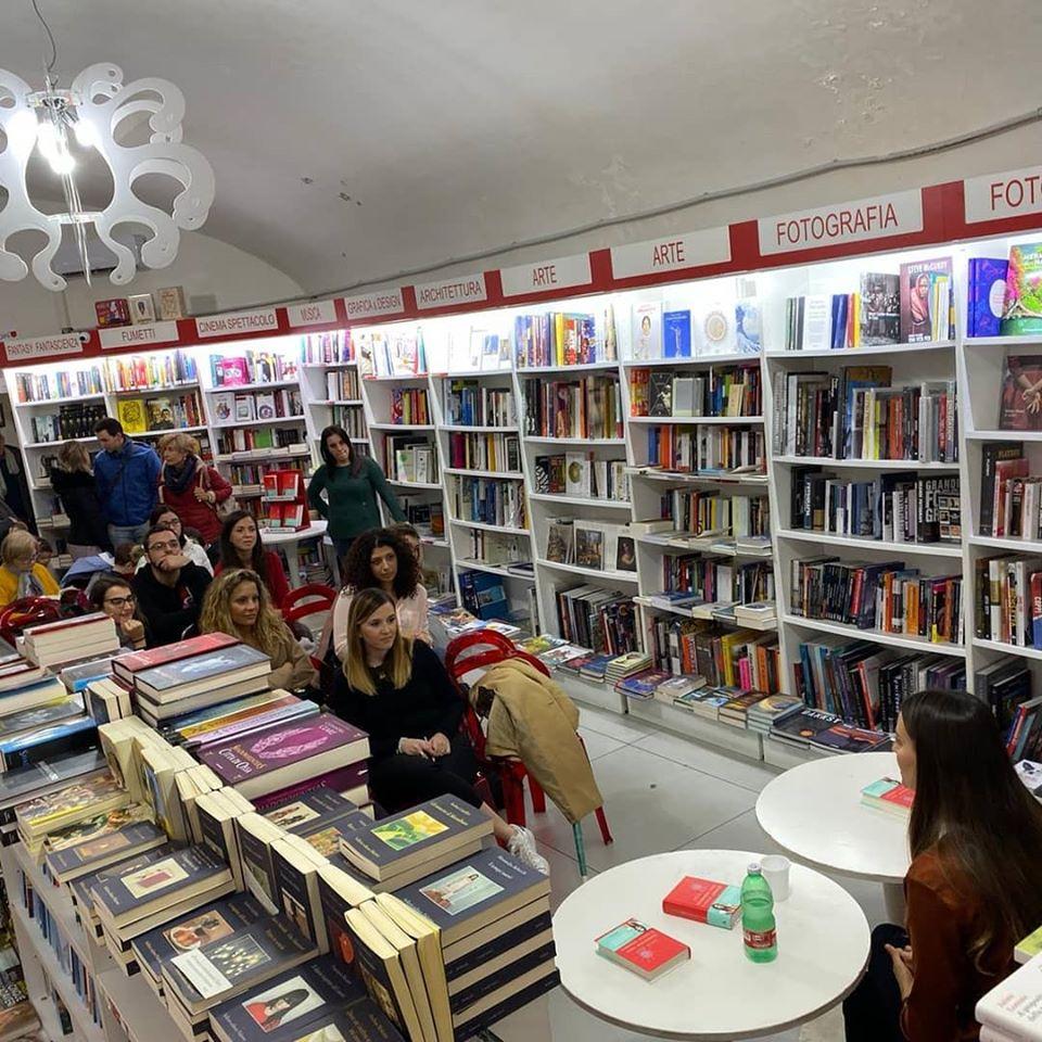 Mondadori, nuovo bookstore: 3 piani e 60 mila titoli