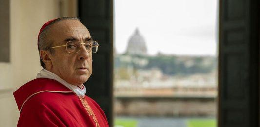 Paolo Sorrentino omaggia la vittoria del Napoli con uno scatto del Cardinale Voiello