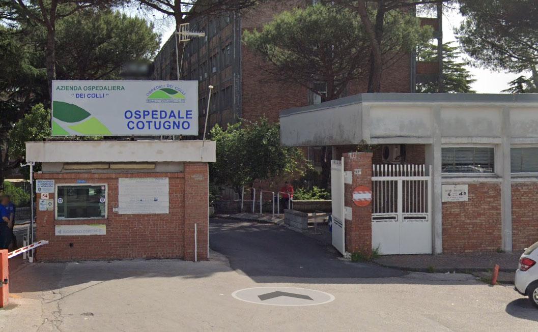 Ospedale Cotugno: cinque casi di polmonite, giovani tra i 20 e 30 anni