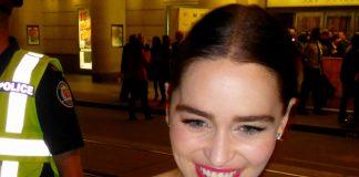 Emilia Clarke, la mamma dei Draghi in vacanza in Costiera Amalfitana