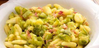 Pasta zucchine e speck: la ricetta dal sapore deciso e avvolgente